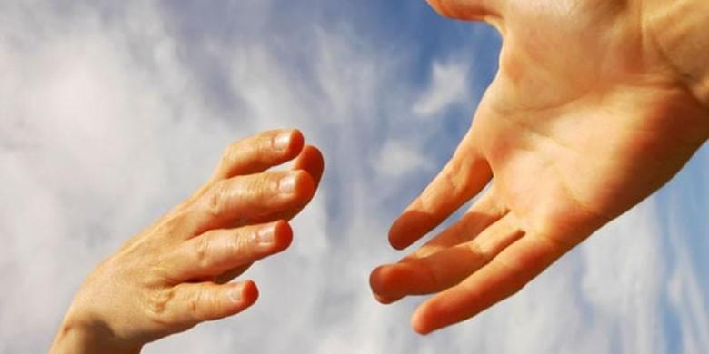 Помогать людям: за и против